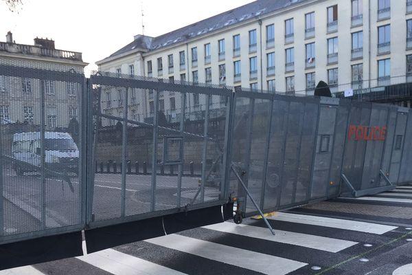 Les abords de la préfecture totalement bloqués à Nantes, le 17 janvier 2020