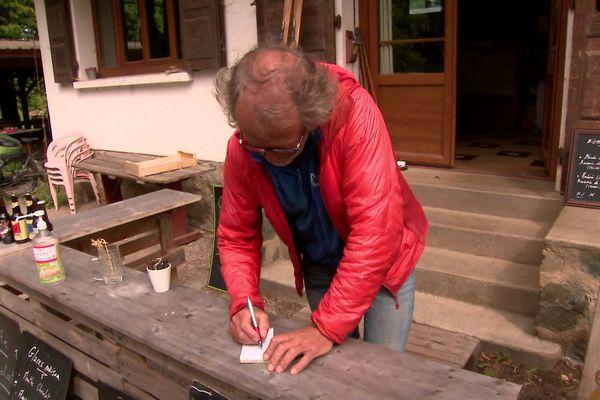 Fredi Meignan, restaurateur à Revel (Isère), demande à son assureur de faire un geste pour survivre à la crise.
