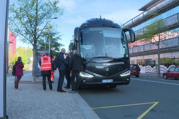 La galère des usagers du TER : trafic interrompu entre Saint-Etienne et Givors après des intempéries. Des bus de substitution assurent le trajet sur ce tronçon de la ligne Lyon - Saint-Etienne (12/5/21)
