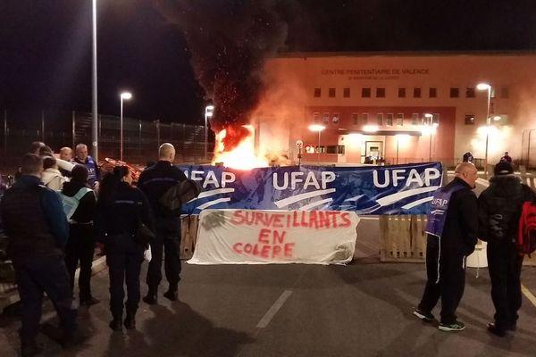 Le syndicat Ufap Unsa appelle à bloquer le centre pénitentiaire de Valence (Drôme) lundi 7 septembre, après l'agression d'un détenu qui a fait 3 blessés dont un sérieux. Image d'archives.