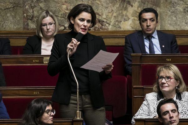 La députée Fabienne Colboc lors d'une séance de questions au gouvernement.