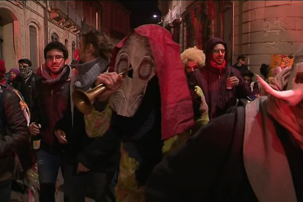 Malgré l'interdiction, plusieurs centaines de manifestants s'étaient rassemblés l'an dernier, dans une ambiance calme et festive au début seulement - février 2018