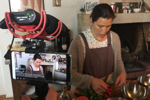 Échanges et partages de savoir-faire culinaire en direct sur Facebook.