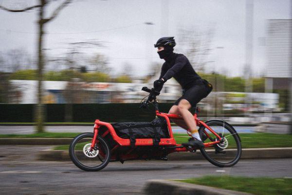 Un cycliste de Beefast livre des courses à Amiens