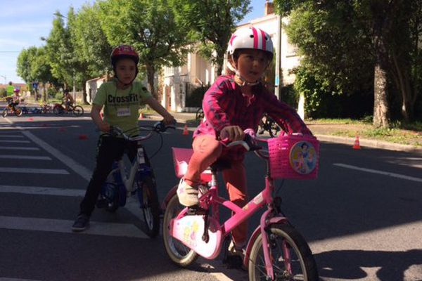 Conseils de conduite et de sécurité routière mais aussi d'entretien du vélo pour les 140 enfants du groupe scolaire Pierre Loti.