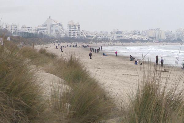 La plage de dunes située entre le Petit et le Grand Travers, entre Mauguio et La Grande Motte  est un site naturel très fréquenté par les habitants de l'aire urbaine montpelliéraine.