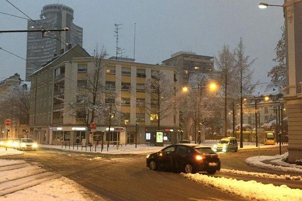 Il neige à Mulhouse en ce jeudi 14 janvier.