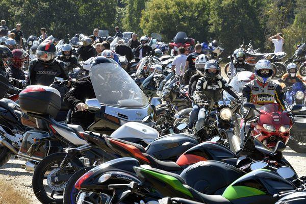 En 2016, les motards ont bravé l'interdit. Le maire de Porcaro, Pierre Hamery, avait pris le 10 août la décision d'annuler la madone des motards, pour des raisons de sécurité.