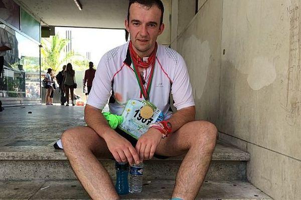 A Tours, Nicolas Vilain a couru son 5e marathon. Il a terminé la course sur les rotules. Un épuisement qu'il attribue à son manque d'entrainement.