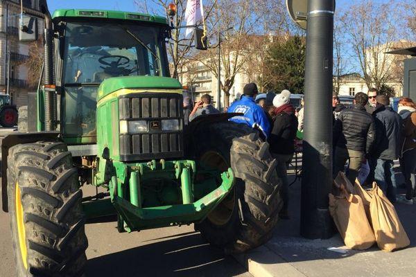 """Des agriculteurs ont manifesté contre 'l'agribashing"""" a Dijon mercredi 12 décembre 2018"""