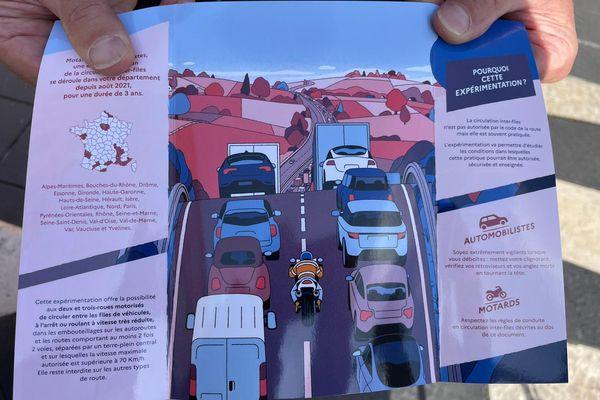 Du personnel de la Sécurité routière a distribué des dépliants au public, place Masséna à Nice, pour expliquer les nouvelles contraintes s'appliquant à la CIF.