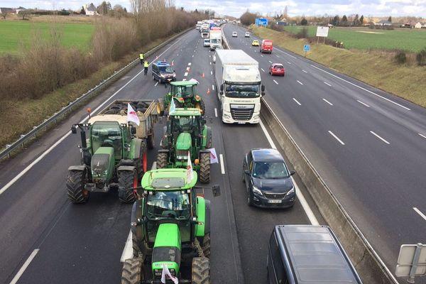 De nombreux agriculteurs du Centre-Val de Loire ont manifesté leur inquiétude concernant la révision de la carte de France des zones défavorisées. Parmi les opérations coup de poing, le blocage de l'A10, dans les deux sens, une action pilotée par la FDSEA du Loiret.