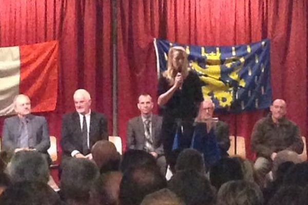 Marion Maréchal Le Pen lors de la présentation des candidats FN pour les élections départementales. Marion Maréchal Le Pen qui a refusé d'être filmée par une équipe de France 3 Franche-Comté.