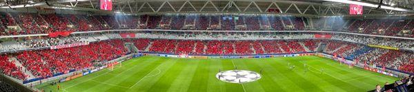 Le stade Pierre Mauroy paré de rouge avant le cup d'envoi de la rencontre face à Wolsburg.