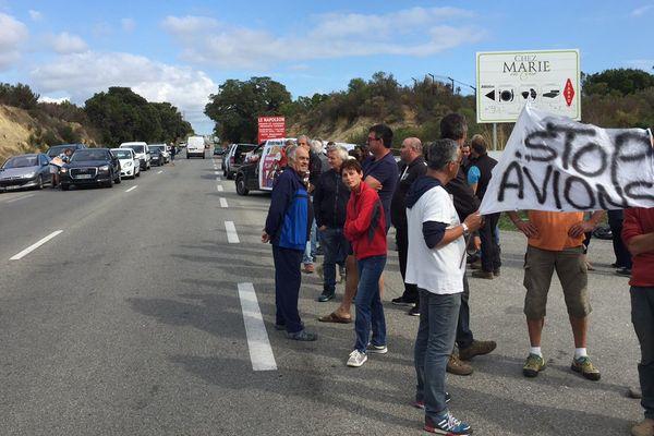 26/09/17 - Manifestation à Linguizzetta (Haute-Corse) contre des manœuvres militaires