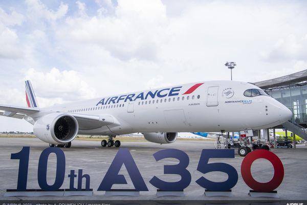 L'appareil a rejoint l'aéroport Paris-Charles de Gaulle, où il sera affecté aux liaisons long-courrier.