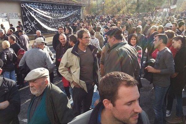 Les partisans du barrage de Sivens se sont rassemblés sur la base de loisirs de Pratgraussals à Albi.