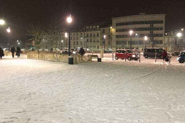 Neige autour de la gare de Bar-le-Duc (Meuse).