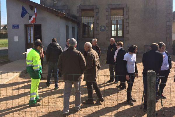 A Billezois dans l'Allier, la fermeture d'une classe à la rentrée prochaine signifie la fermeture de l'école. C'est donc tout le village qui se mobilise pour son maintien.