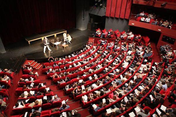 James Ellroy, le 8 mai 2015, devant le théâtre de Bastia