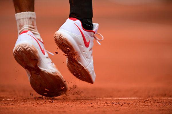 Les Internationaux de France de tennis créés en 1925 se déroulent sur terre battue... La descendante des potiers de Vallauris dans les Alpes-Maritimes.