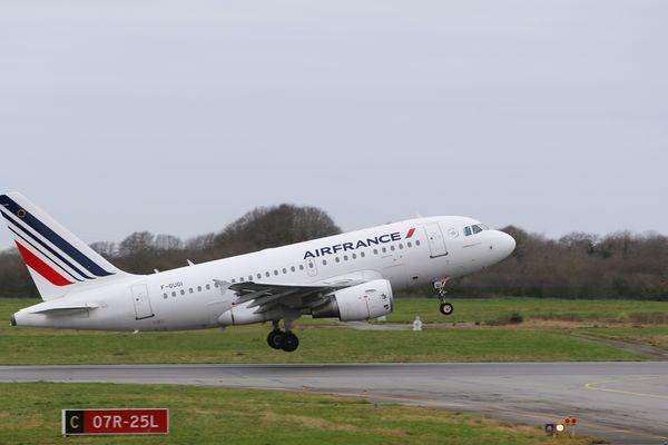 L'aéroport de Brest transporte plus d'un 1 million de passagers par an. Ce chiffre verra une baisse en 2020 à cause de l'épidémie de coronavirus