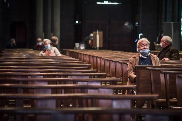 Premier dimanche de messe après l'annonce de la réouverture des lieux de culte, la jauge des trente personnes annoncée par le gouvernement vient d'être invalidée par le Conseil d'Etat saisi par l'épiscopat