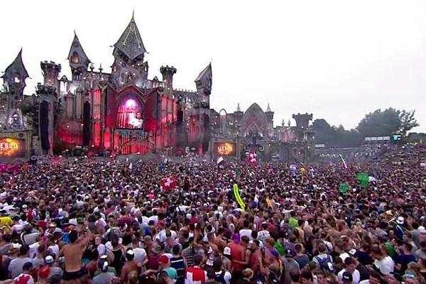 44 concerts de Tomorrowland en replay, dont celui ici du DJ suédois Alesso.