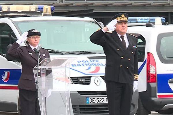 Le préfet de la région Nouvelle-Aquitaine et la directrice de la Direction de la police Brigitte Julien. Une minute de silence en hommage à Xavier Jugelé tué à Paris