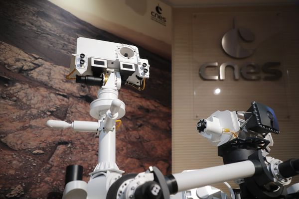"""La SuperCam, """"l'oeil"""" et les """"oreilles"""" du rover Perseverance actuellement sur Mars, est un concentré de technologies d'à peine 6 kilos."""