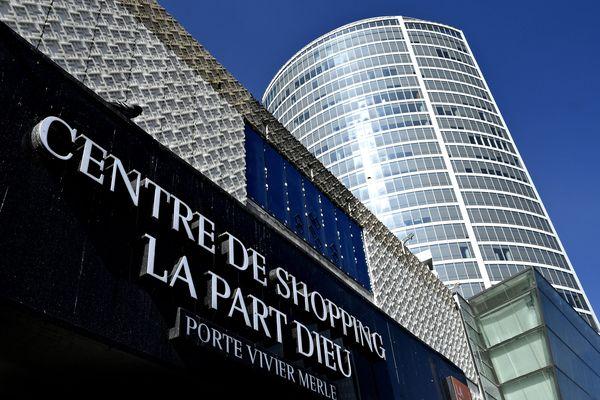 """Contrôle du pass sanitaire à partir d'août : le centre commercial de Lyon Part-Dieu craint """"des kilomètres de queue"""""""