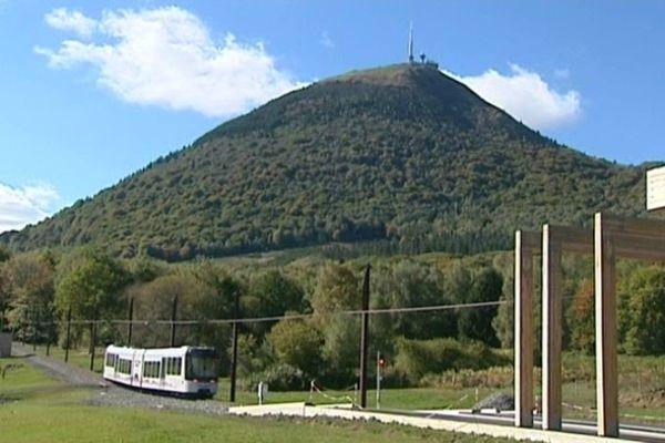 Le panoramique des Dômes est fermé jusqu'au 26 octobre prochain. Des travaux d'entretien annuel mais pas seulement. Une paroi proche de la gare d'arrivée n'est pas tout à fait stabilisée.