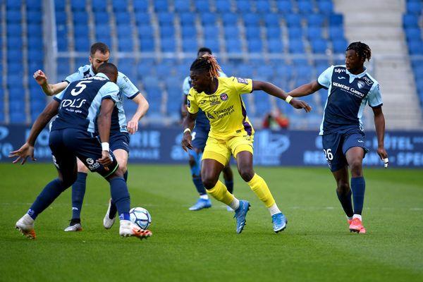 Malgré la pression des défenseurs havrais, Manu Koné a été l'un des principaux artisans du TFC par son animation offensive : il a marqué le but  de la victoire toulousaine.