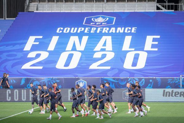 Les virages du stade seront donc fermés, avec des bâches aux couleurs du PSG et de l'ASSE, et le public sera cantonné au premier anneau, au bas de chaque tribune centrale, près de la pelouse.