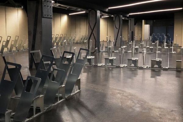 375 places sont disponibles à la location dans ce lieu située dans l'enceinte de la gare Montparnasse.