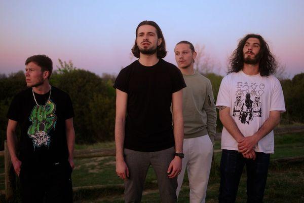 De gauche à droite : Léo Labrousse (alias Alanss), Andreas Touzé (alias Lombre), Tyler Touluch (alias Devo TLR) et Younès Farhi (alias Yous MC)