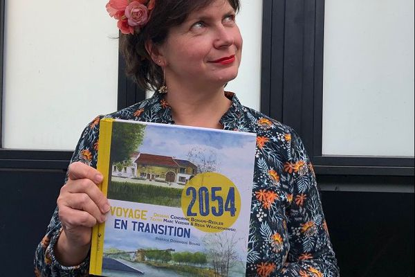 """""""2054, voyage en transition"""" vient d'être publié aux éditions ELYTIS."""