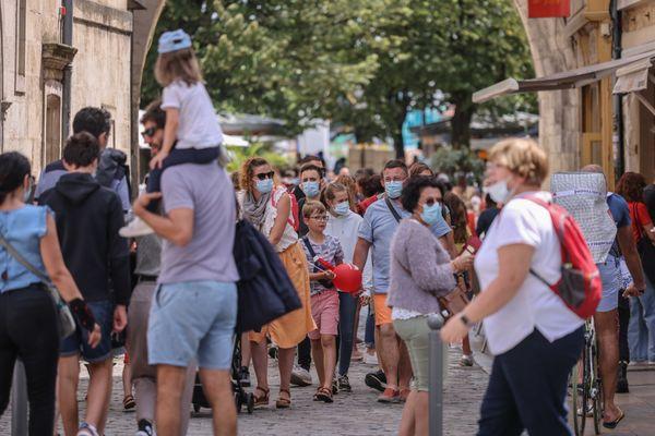 Le port du masque est obligatoire en extérieur en Lozère (illustration).