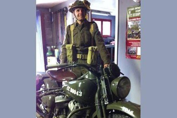 Alex Gondard et sa Harley Davidson 7/50 WLC  participeront aux cérémonies du débarquement en Normandie.