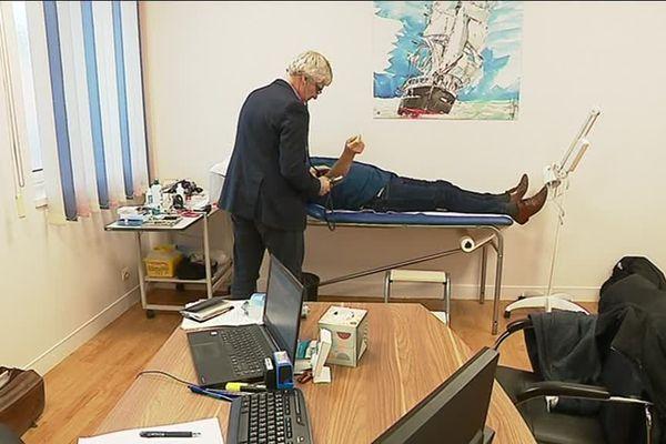 Les quatre médecins jonglent entre deux cabinets pour assurer des permanences les après-midi sur Etretat.