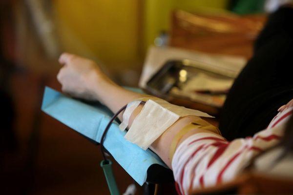 1 700 dons du sang sont nécessaires chaque jour en Île-de-France selon l'EFS (illustration).