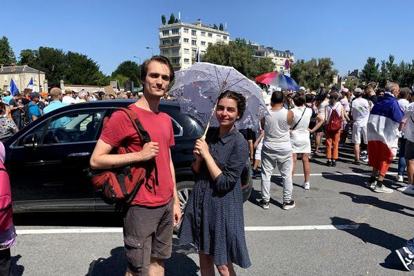 Antoine et sa copine manifestent à Reims.