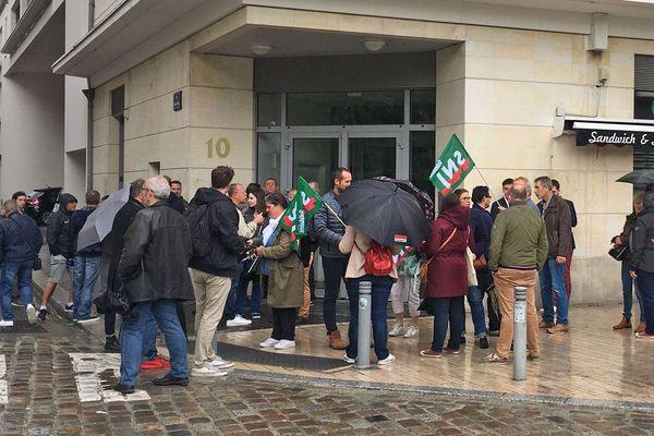 Lundi 15 juin 2020 - 14h - Des salariés de Paris-Normandie rassemblés devant le greffe du tribunal de commerce de Rouen