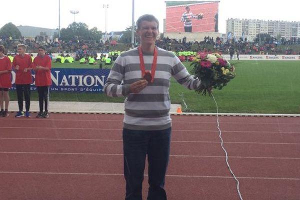 Manuela Montebrun a reçu à Angers sa médaille de bronze des JO de Pékin, 9 ans après !