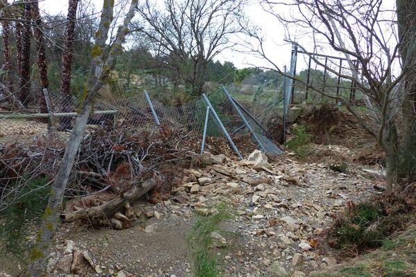 La clôture endommagée de la réserve africaine de Sigean après les inondations novembre 2014