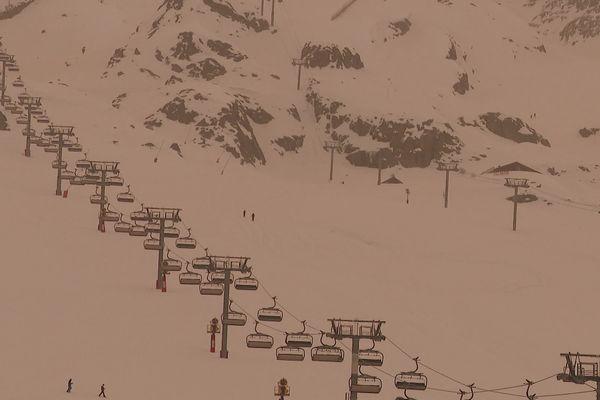 Les remontées mécaniques à l'arrêt à l'Alpe-d'Huez ce 6 février 2021.