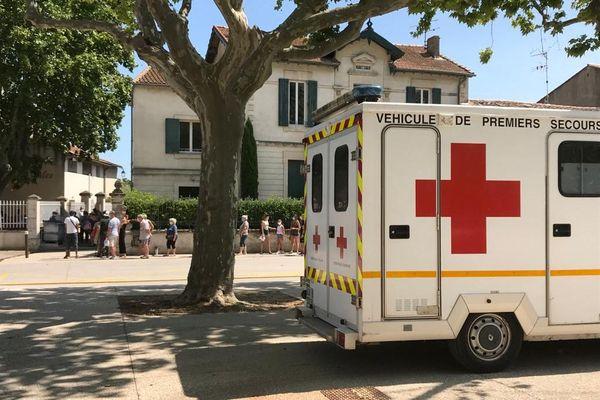 Bellegarde (Gard) - beaucoup de personnes attendent pour faire un dépistage gratuit du Covid-19 - 27 juillet 2020.