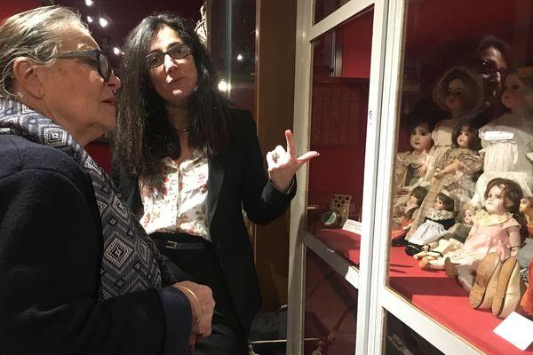 Annick Boisguerin, l'une des 4 propriétaires de la collection de poupées et Virginie Le Goff, guide du musée  de la Poupée de Guérande