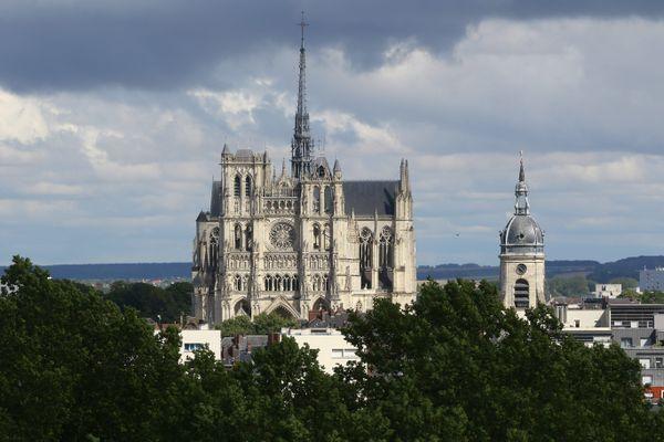 Rien à craindre : le déploiement des pompiers près de la cathédrale d'Amiens est dû à une alarme défectueuse (ici la cathédrale en mai 2020).