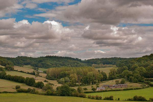 Un dimanche assez nuageux sur le bocage normand, des averses orageuses ne sont pas à exclure l'après-midi dans l'Orne.